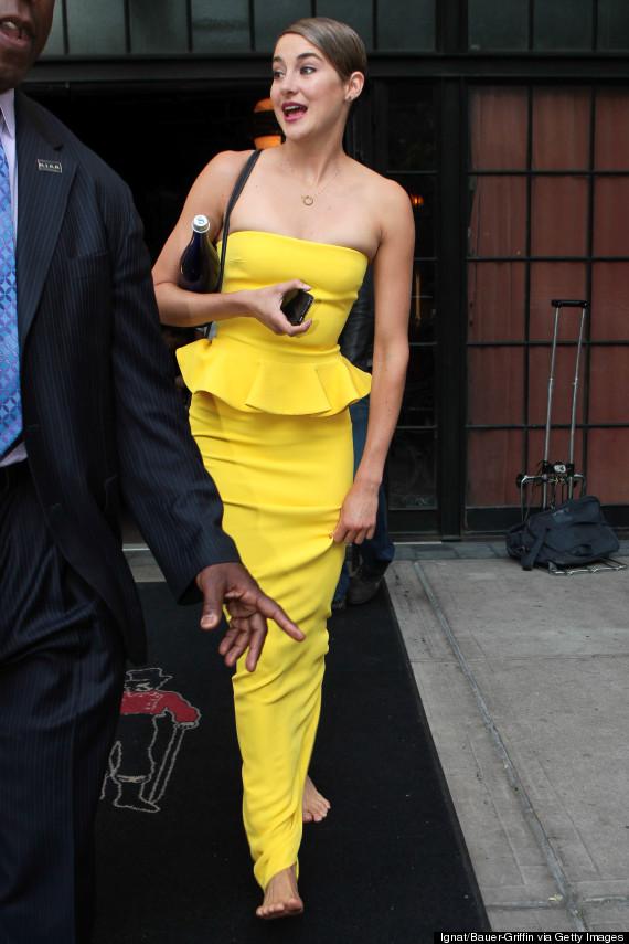 myydään maailmanlaajuisesti paras yksinoikeudella kengät Shailene Woodley Goes Barefoot In NYC Because She's Braver ...
