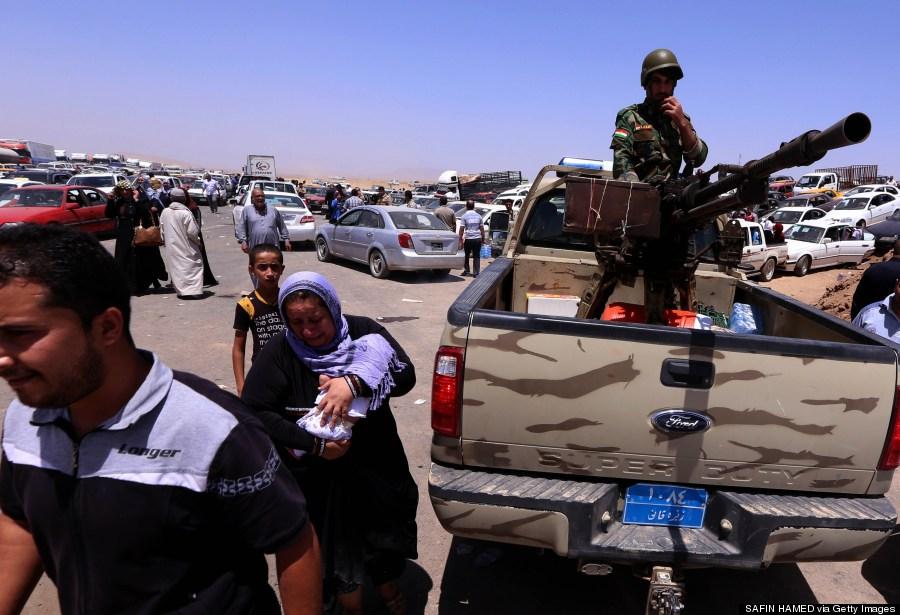 iraqis fleeing mosul