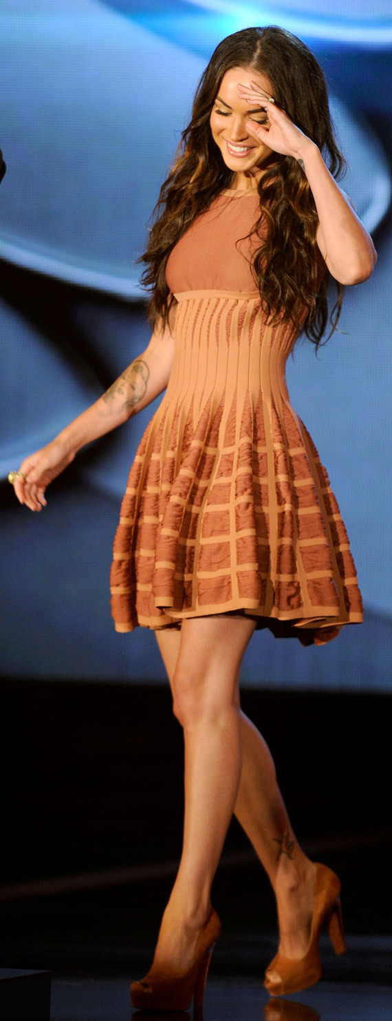 Megan Fox Shows Off HUGE Wedding Ring, Perfect Legs ...