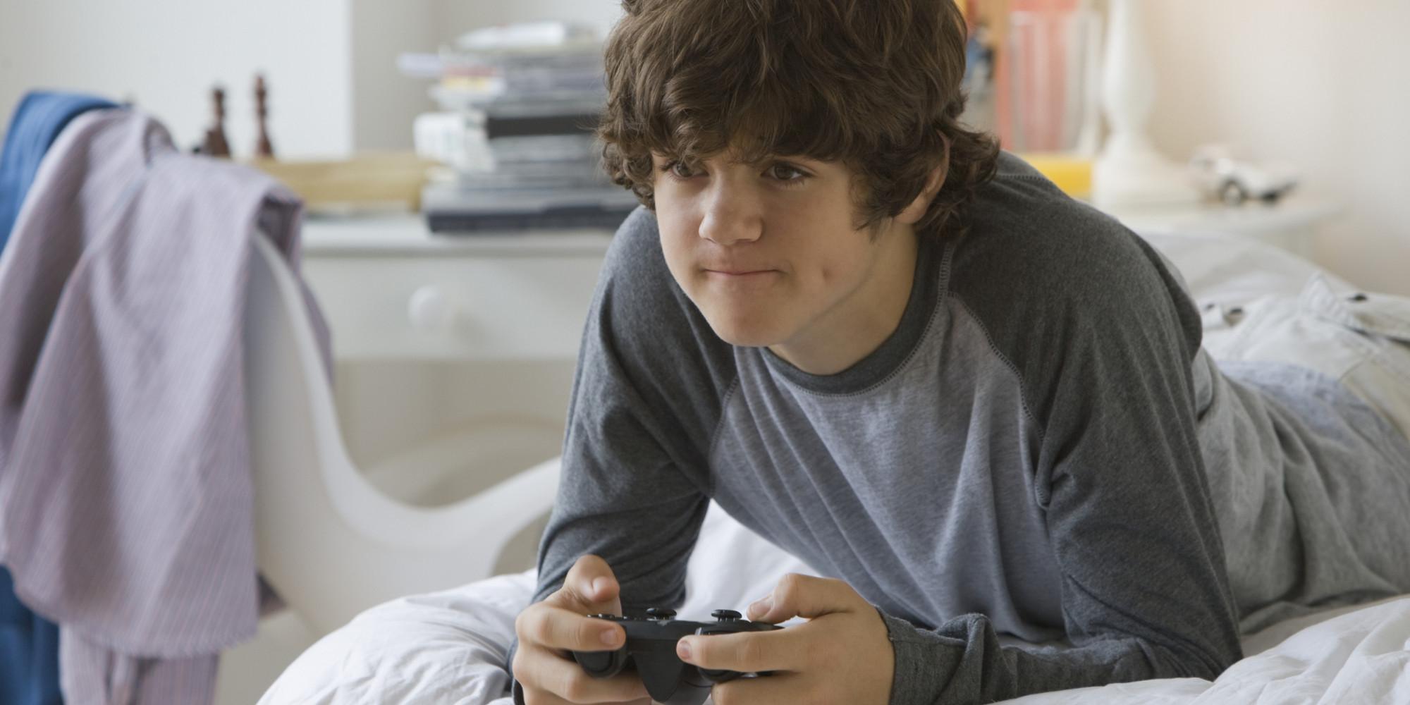 Boy Playing Vid... Girl Playing Video Games Tumblr