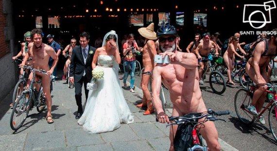Ciclistas nudistas en Madrid