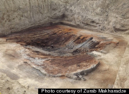 Ancient Treasures Discovered In Burial Chamber Overseas
