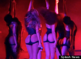 Beyoncé Shows Off Her Bum In Concert