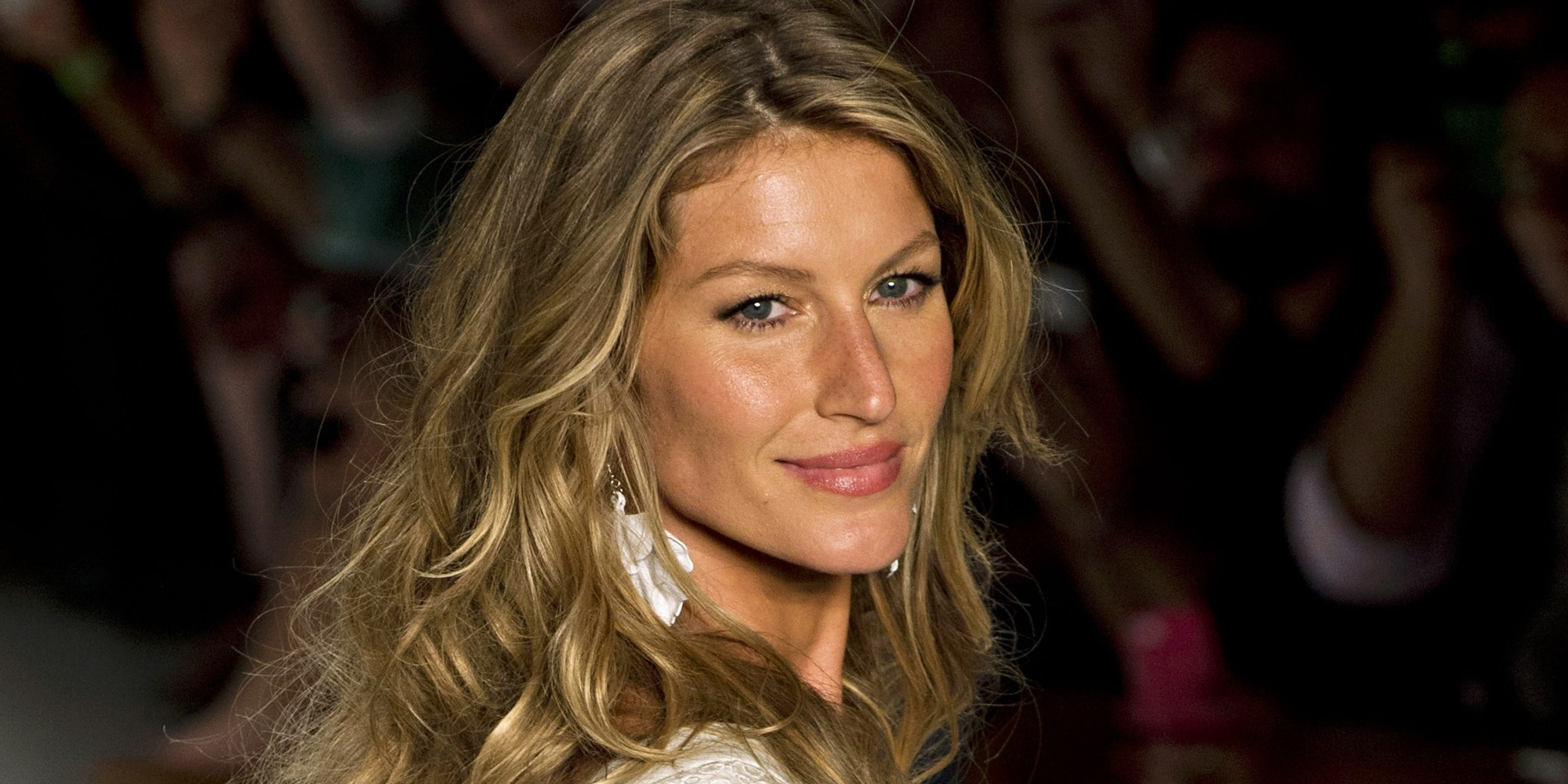 Gisele Bundchen Sports A Buzz Cut In New Balenciaga Ad ... Gisele Bundchen