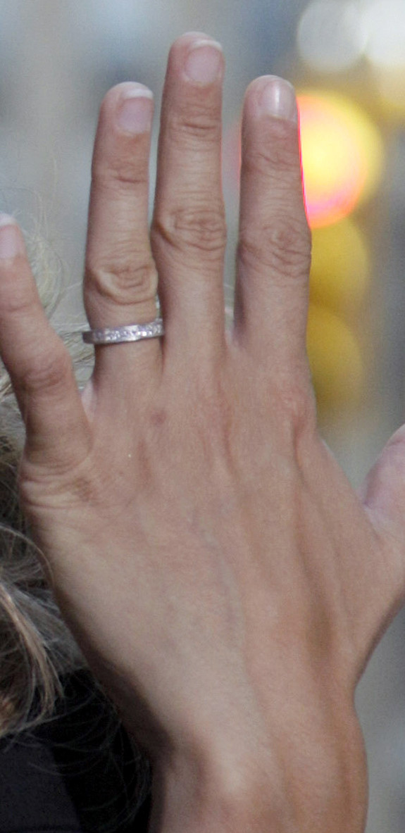 Carrie Underwood Shows Off Wedding Ring Bling, Thigh Highs (PHOTOS ...