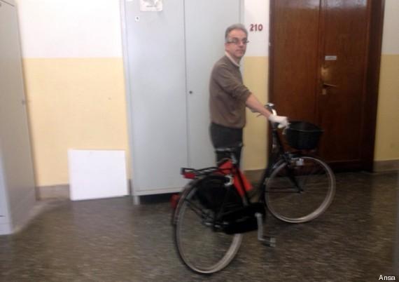 bicicletta nera alberto stasi