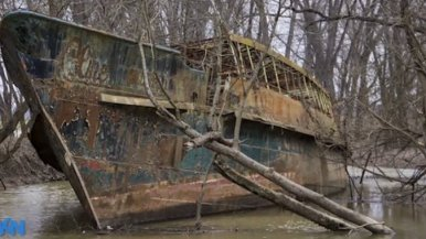 Kayakers explore 110-year-old 'ghost ship'