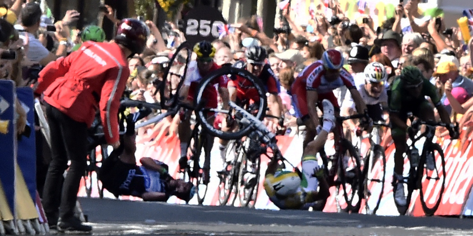 mark cavendish spectacular crash shocks yorkshire locals