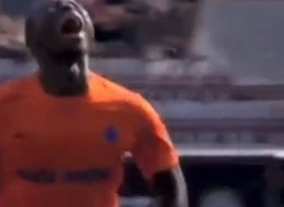 'AAAAAAHHHHH!' Striker's Crazy Reaction To Being Sent Off (Video)