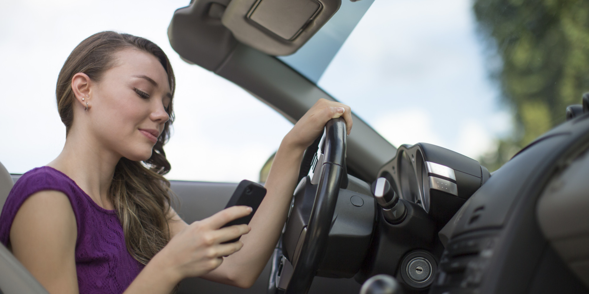 the risks and dangers of texting while driving Others have looked at the different risks associated with hand-held and   showing the dangers of texting while driving, highlights of which are discussed  below,.