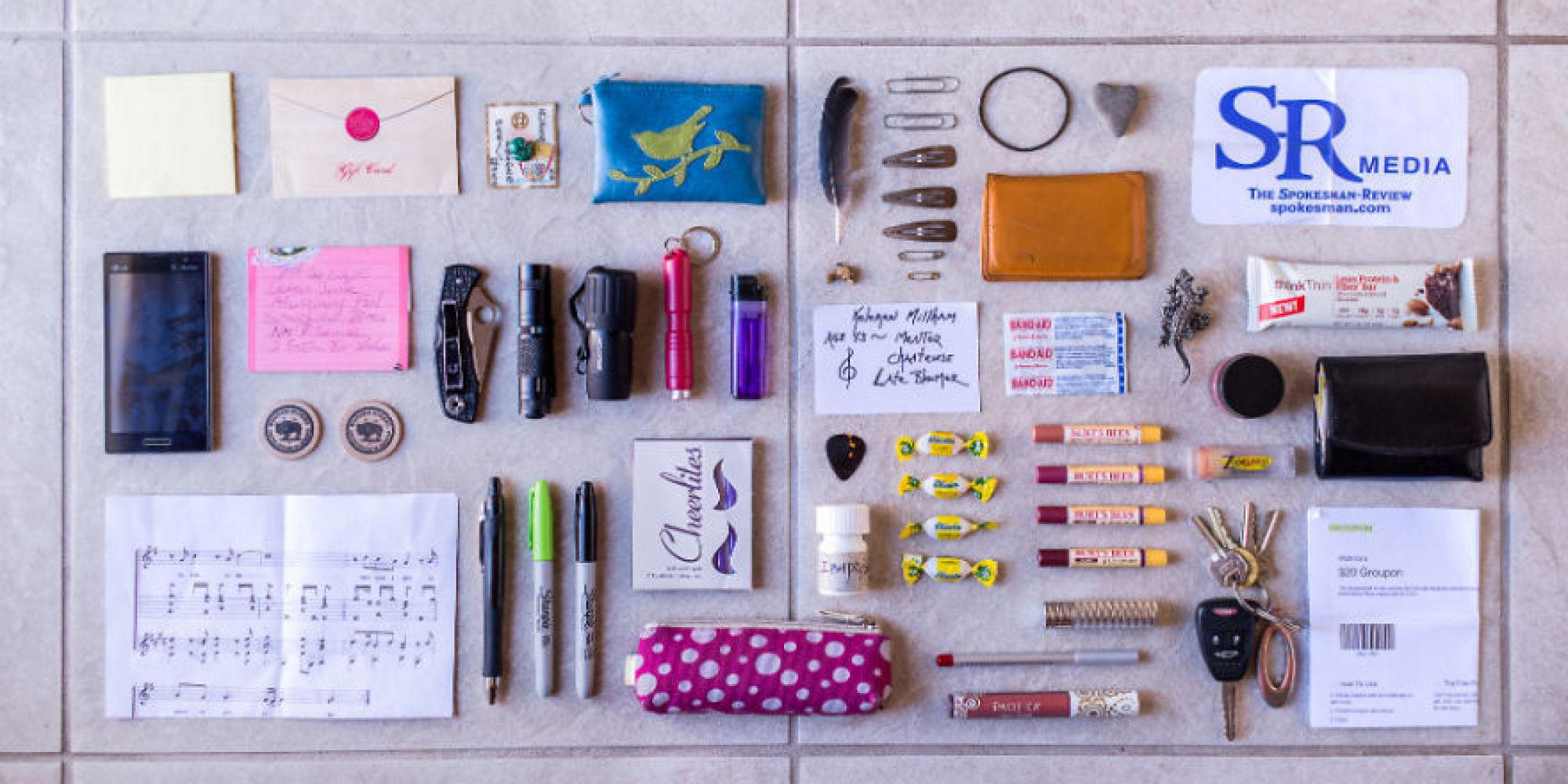 photos  une photographe nous r u00e9v u00e8le le contenu des sacs de femmes