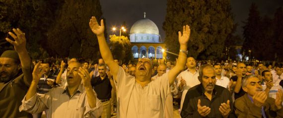 ISRAELI PALESTINIAN PRAY