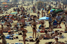 Sunbathers on crowded beach | Pic Matt Cardy via Getty Images