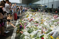 Mourners pay tribute to the victims of the MH17 crash