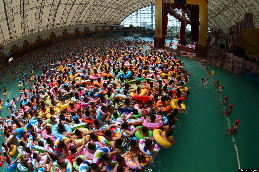 chinese tourists really love their swimming pool at the 39 daying dead sea 39 huffpost