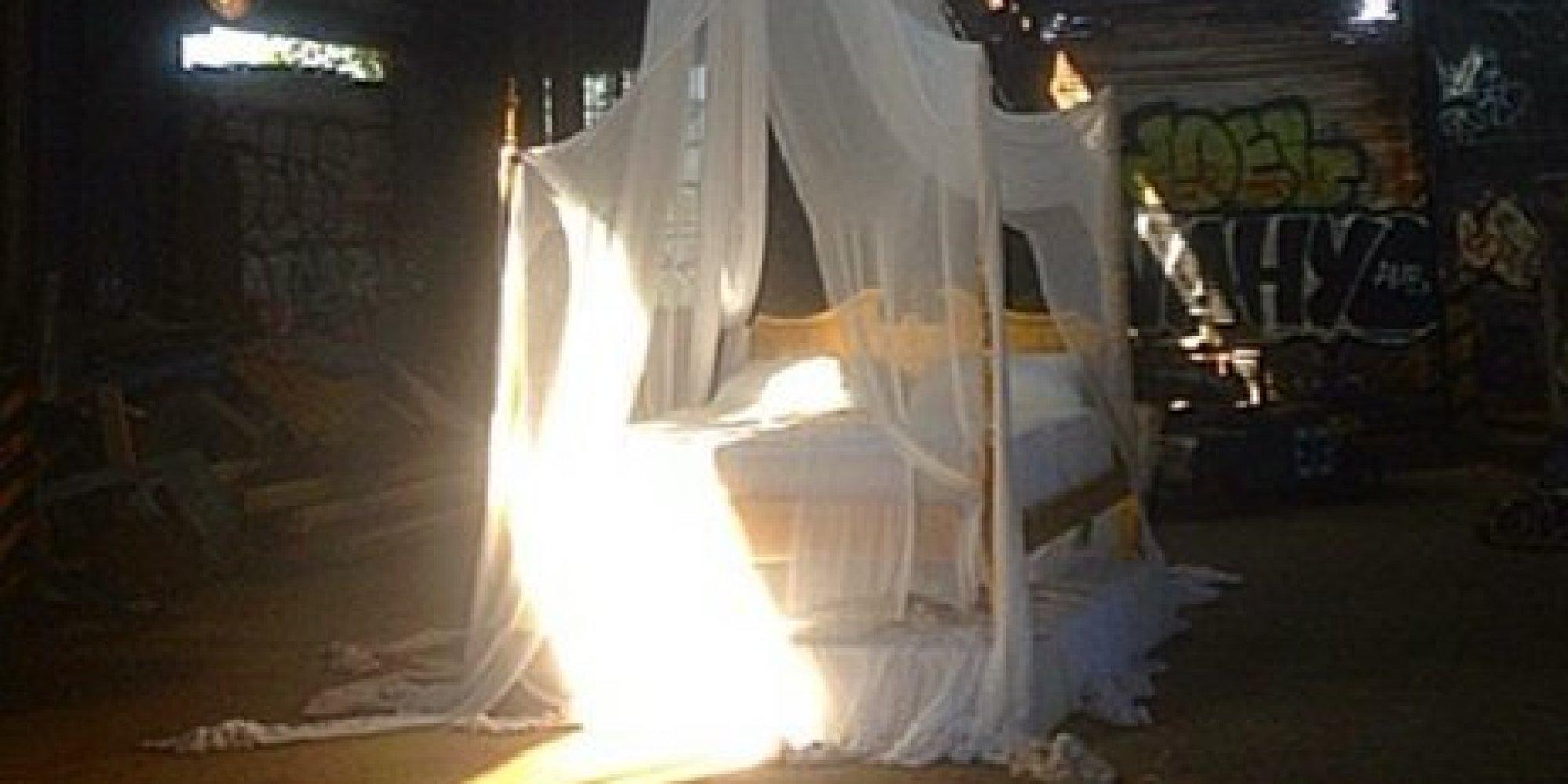 Patti Smith Brings An Artsy Bed To Rockaway Beach