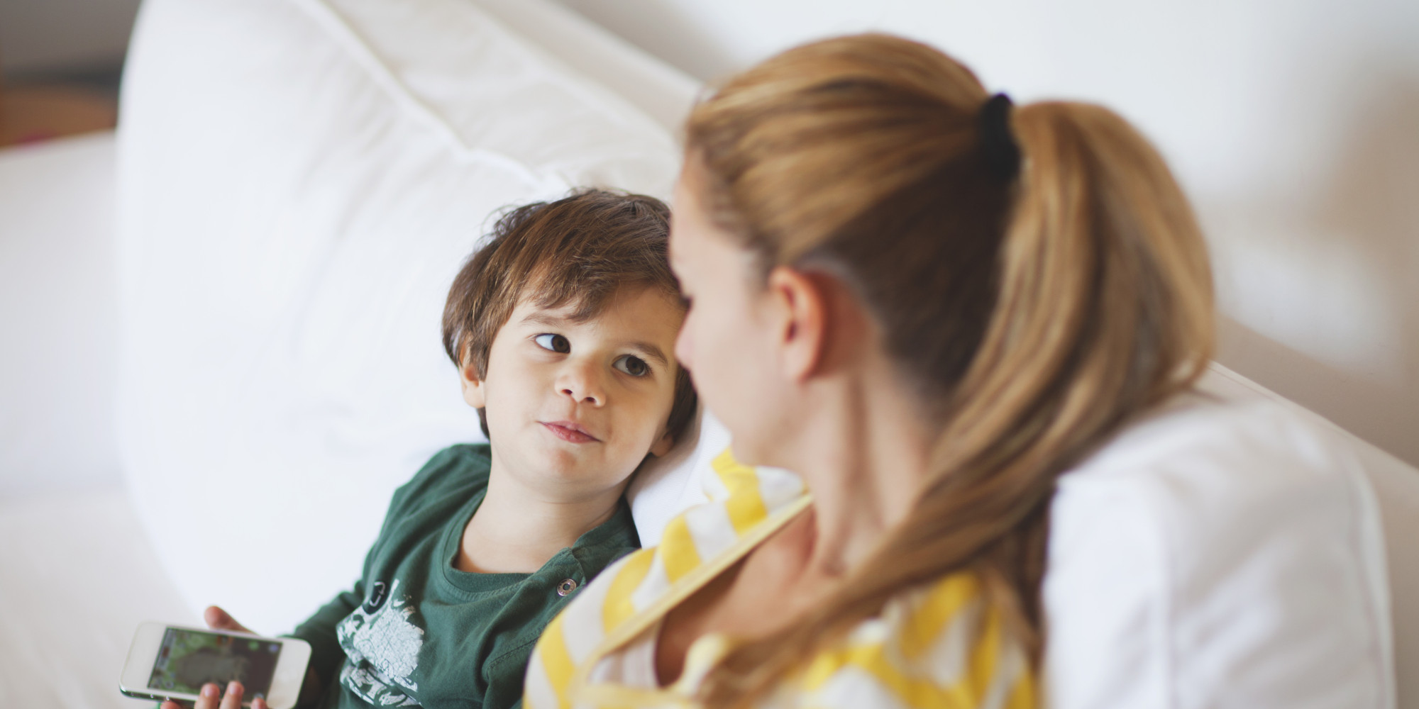 Stief Daddy benutzt in abwesenheit der Mutter seine Tochter