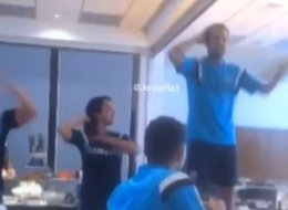 Fàbregas Opts For The Macarena At Chelsea Initiation (Video)