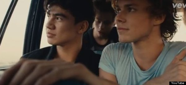 5SOS Get Vulnerable In Nostalgic <br>New Music Vid