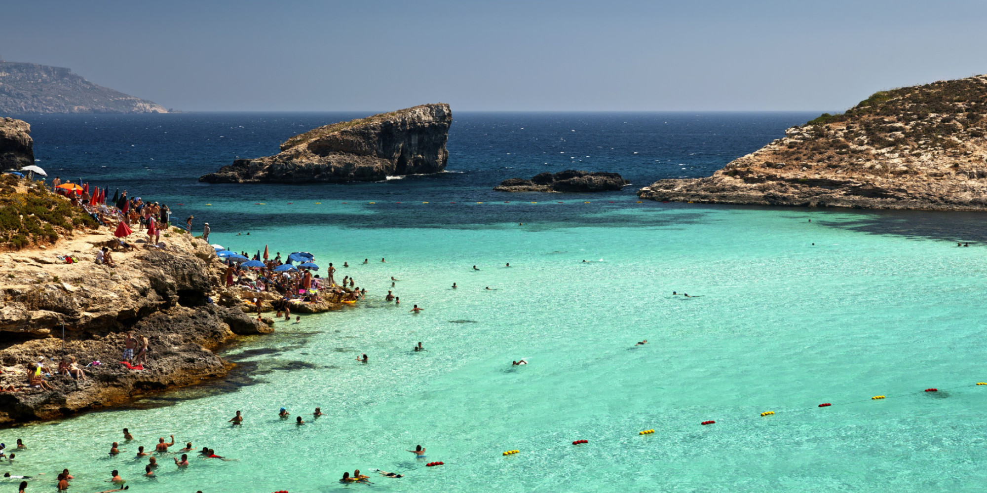 Comino island in malta has a blue lagoon and it 39 s kind of for Lago n