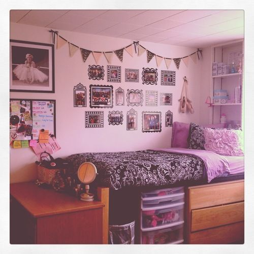 32 ideas for decorating dorm rooms courtesy of the for Hall room decoration ideas