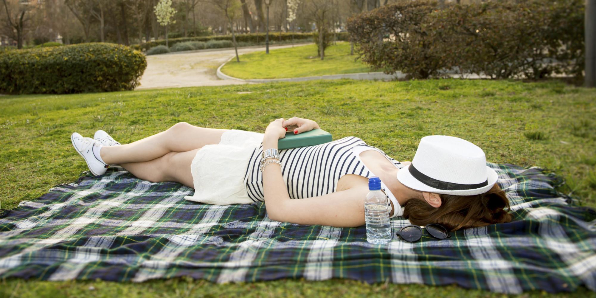 7 Sneaky Reasons Springtime Makes Us Feel So Sleepy