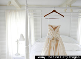 5 Tips for Shipping Your Wedding Gown to Your Destination