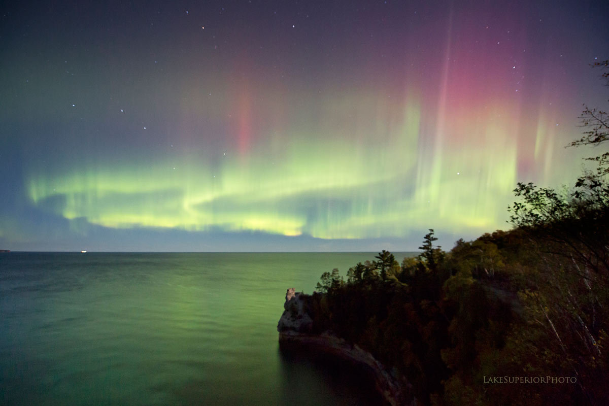 These Jaw Dropping Photos Of The Great Lakes Night Sky