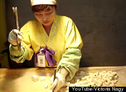 This Traditional Korean Candy Cutter Makes 'Sweet' Music While She Works