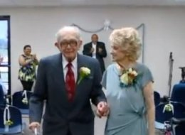 94-Year-Old Groom Marries 89-Year-Old Bride After Meeting On The Bus