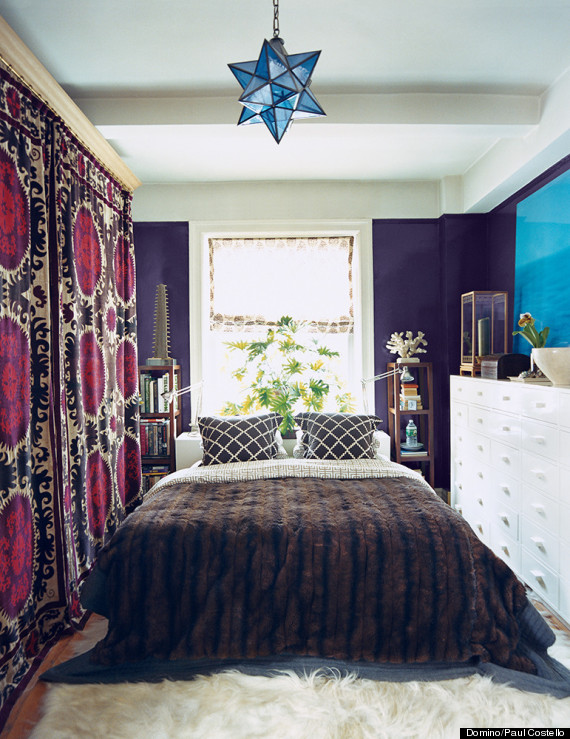 Ways To Make A Tiny Bedroom Feel Huge HuffPost - Queen bedrooms