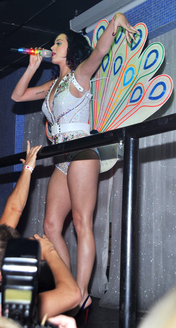Katy Perry Wows In New York Photos  Huffpost-2446