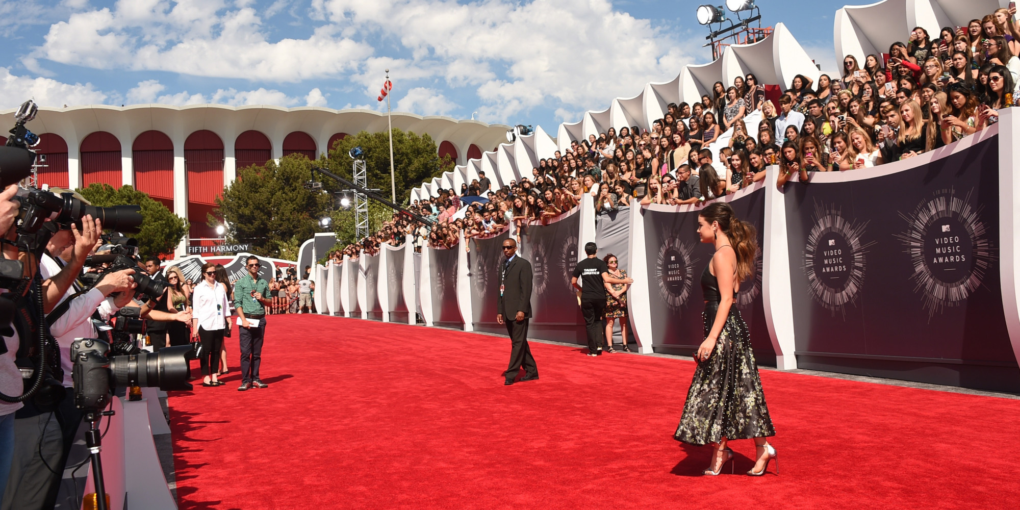 Vma 2014 Red Carpet Has Celebs Painting Los Angeles All