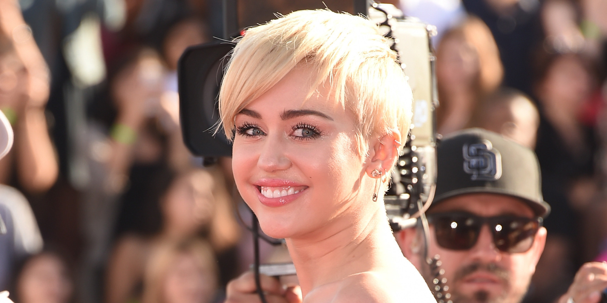 Miley Cyrus Says She Still Loves Former Fiance Liam ...