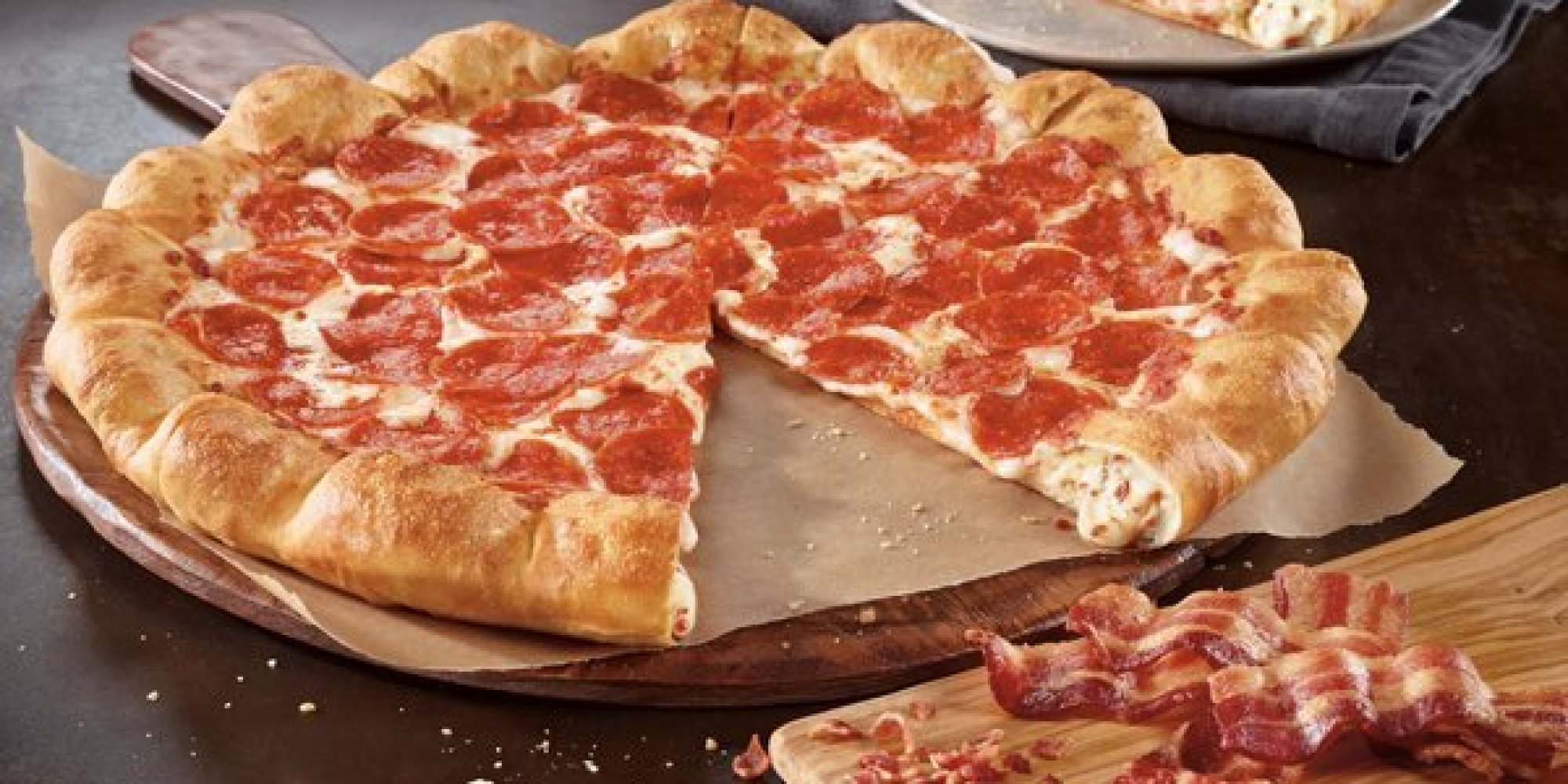 Pizza Hut Introduces Pizza With Bacon AND Cheese In The ... Stuffed Crust Pizza