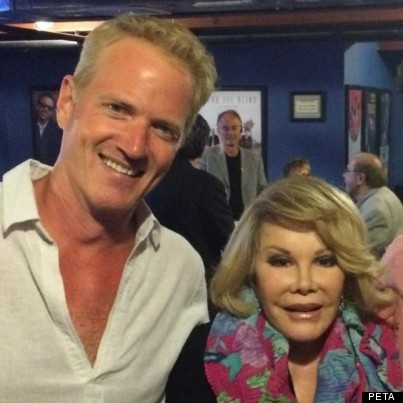[r-JOAN-RIVERS-403xFBcredit]