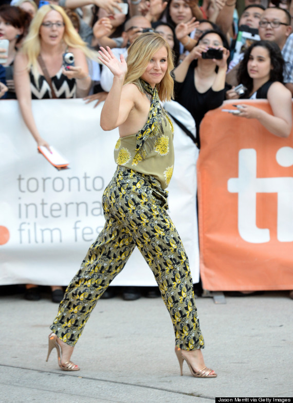 Pregnant kristen bell is a ray of sunshine in floral jumpsuit the