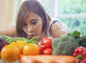 ¿Deberían hacerse vegetarianos los cristianos?/       Esta gatita no sabe nada sobre las leyes de la gravedad