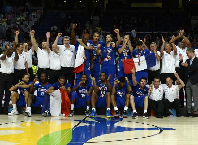 Basket la france m daille de bronze la coupe du monde apr s sa victoire contre la lituanie - Coupe du monde de basket 2014 ...