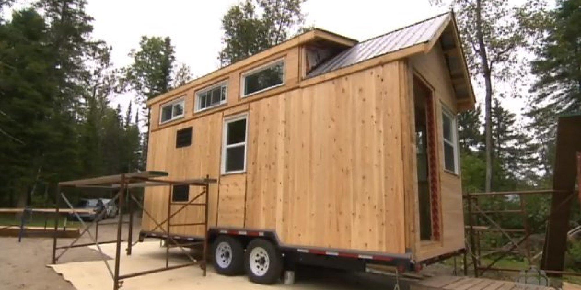 Un couple de saguenay construit une micromaison de 15 for Micro maison bois