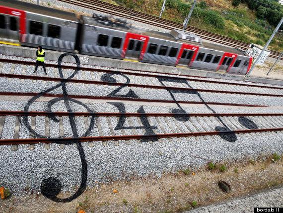 bordalo train tracks