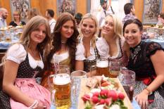 Diese reizenden Ladies haben's geschafft   Bild: PA