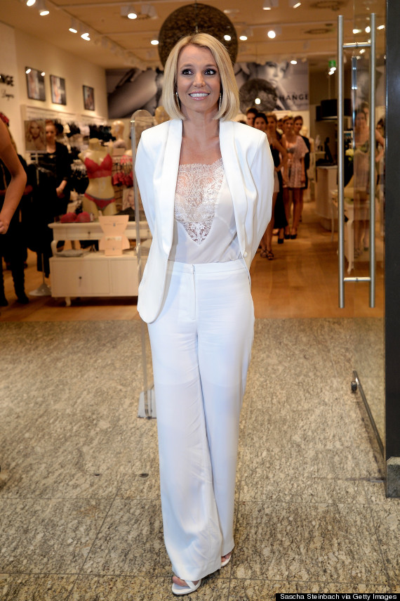 Britney Spears Debuts At Bob Haircut At Lingerie Launch | TopDailyInfo ...