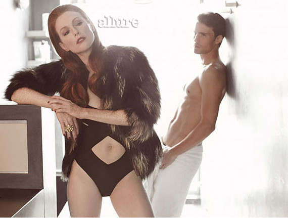 Ishine11 Photo Julianne Moore In A Cutout Swimsuit At Age 50