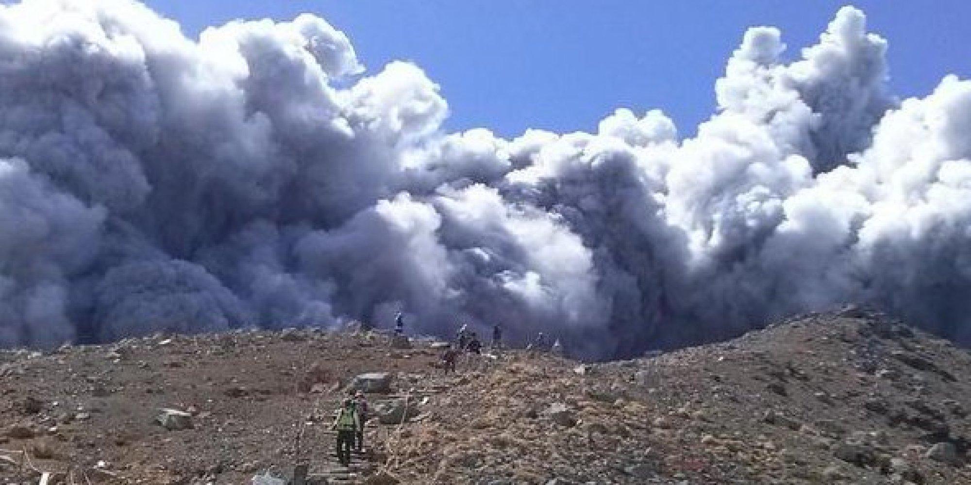 御嶽山が噴火、登山者も緊急避難 気象庁、警戒呼び... 御嶽山が噴火、登山者も緊急避難 気象庁、