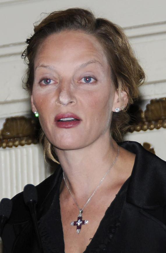 Uma Thurman Suffers Makeup Mishap Photos Huffpost