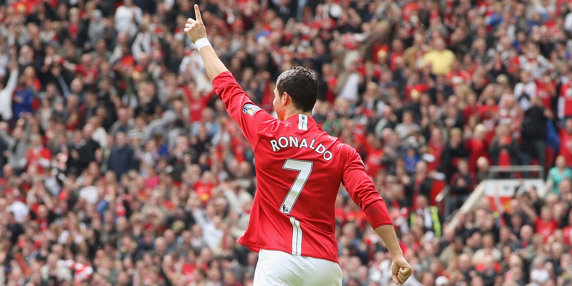 Cristiano Ronaldo Points To The Sky. [2000x1000] [Desktop