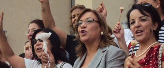 tunisie  entretien avec kalthoum kennou seule femme candidate  u00e0 la pr u00e9sidentielle 2014
