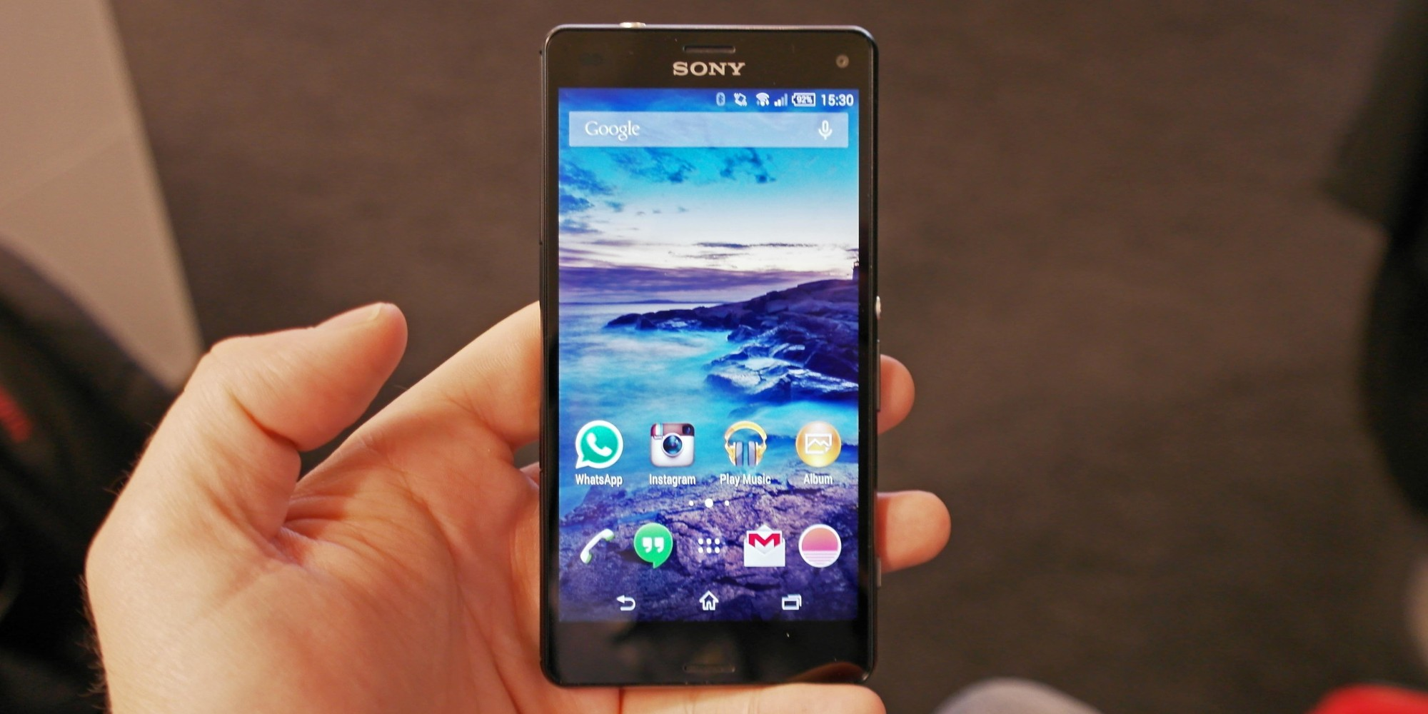 sony xperia z3 compact review small but mighty huffpost uk. Black Bedroom Furniture Sets. Home Design Ideas