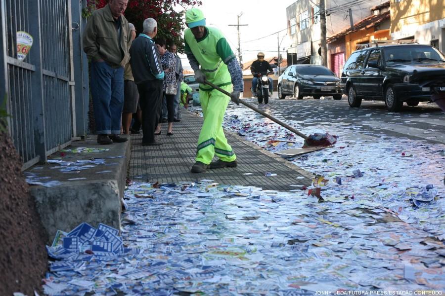 lixo santinhos